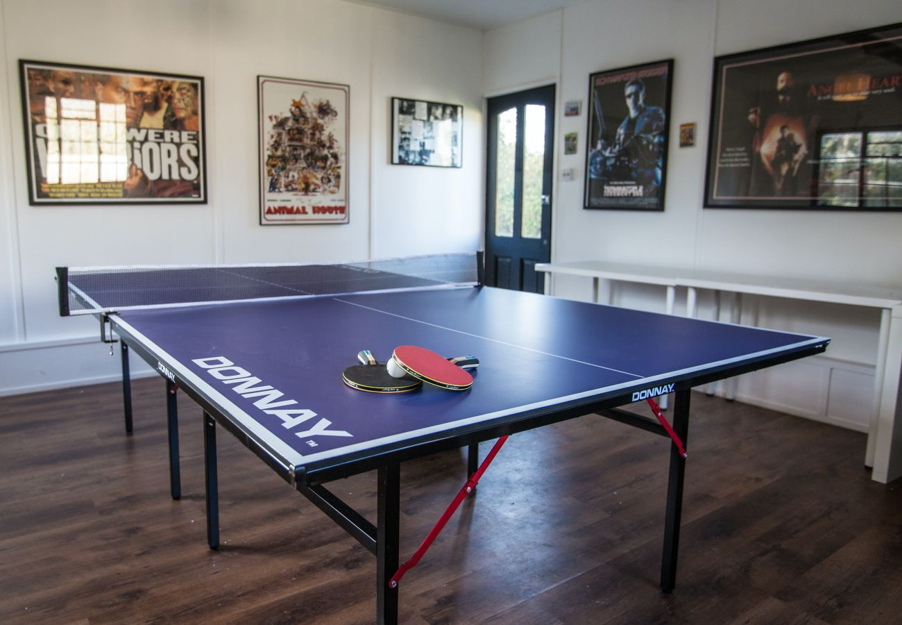 House in Wood Street Village - Luxury 5 Bed House with Hot Tub & Games Room