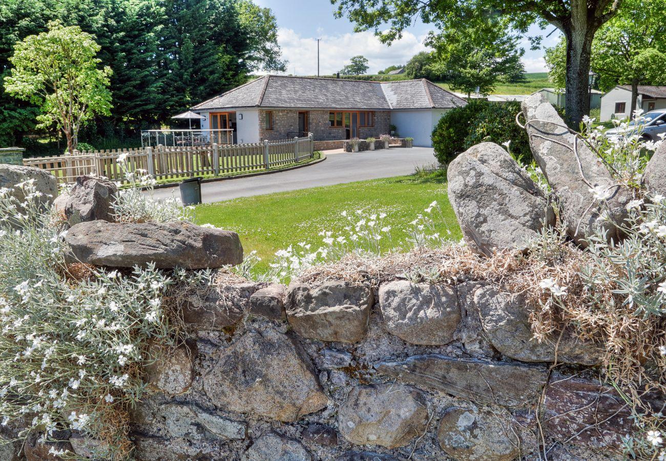 Cottage in Tregare - Cae Deini